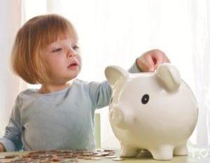Ежемесячное пособие по уходу за ребенком 2019: кому положены и какой размер?