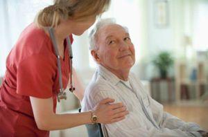 Социальная помощь на дому пожилым людям: кому положена и как ее оформить?