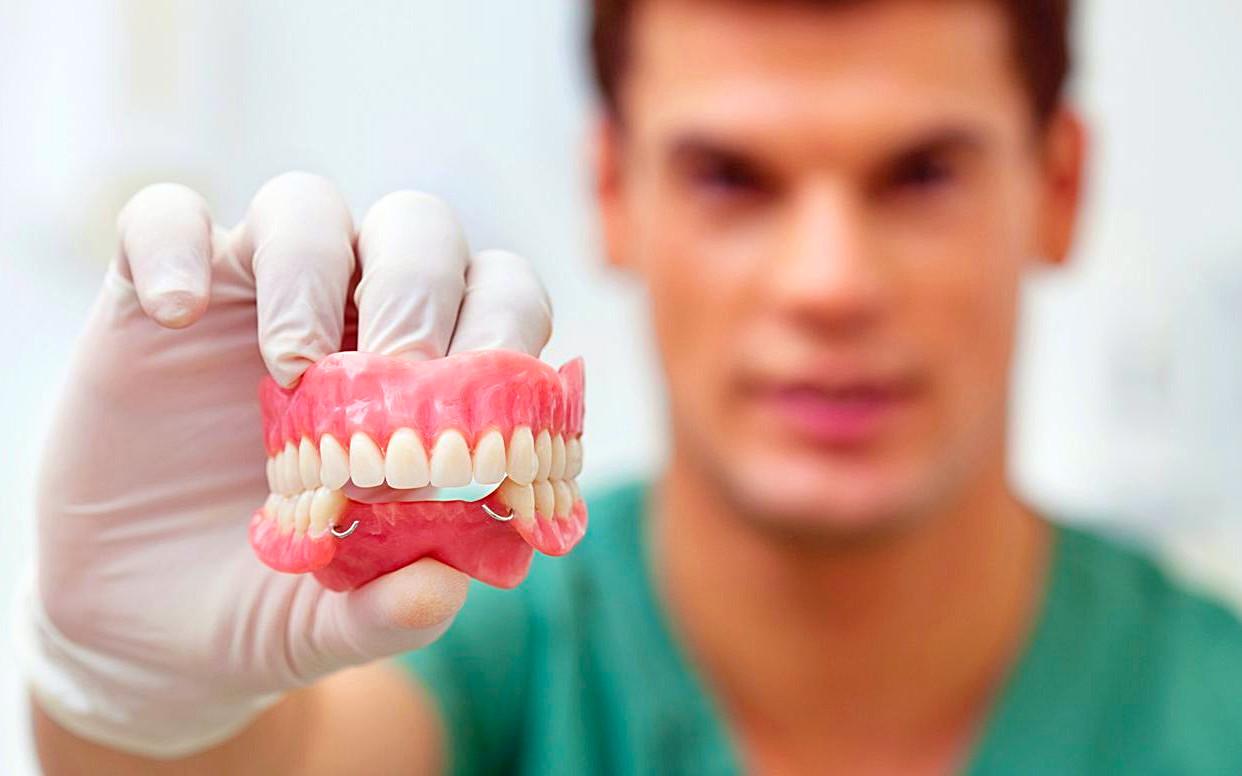 граждане могут получить бесплатные зубные протезы вне очереди